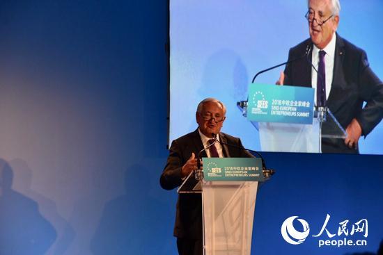 法国前总理拉法兰在开幕式上致辞。龚鸣摄