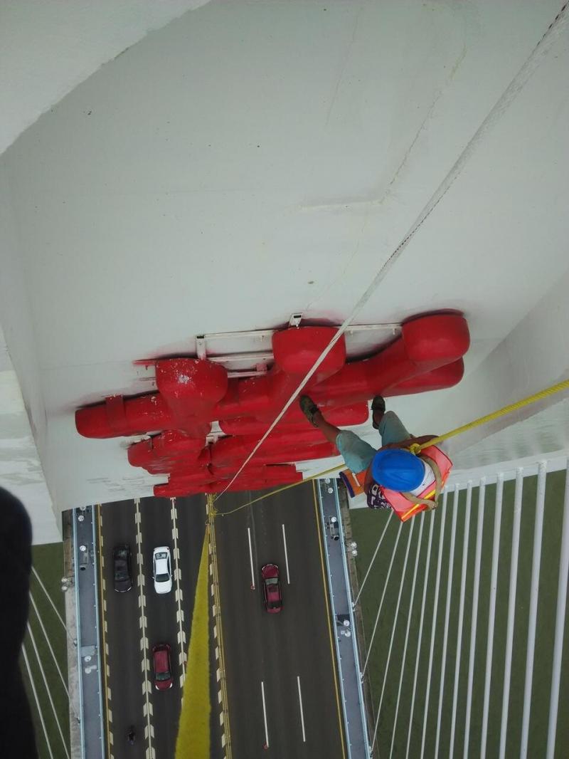 专业高空作业;外墙清洗、防水、防腐、涂饰、亮化安装。