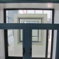 生产厂家供应:工程用铝合金平开门窗型材及成品制作