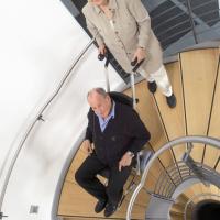 德国整机进口座椅型电动爬楼机爬楼梯轮椅车C-max
