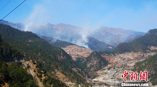 四川木里森林火灾仍在紧张扑救救援人员超千人(图)
