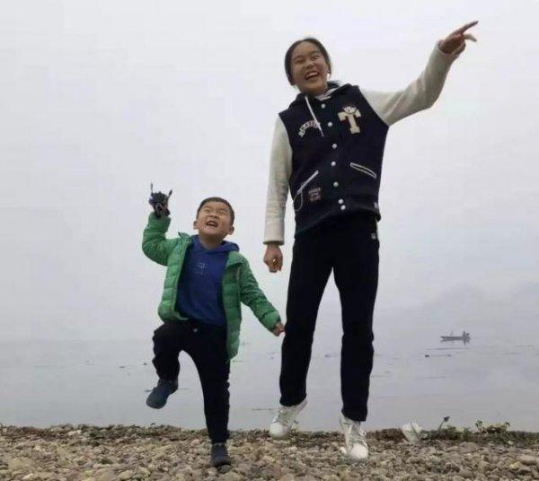12岁女孩火海中护弟身亡 家人不忍心告诉弟弟噩耗