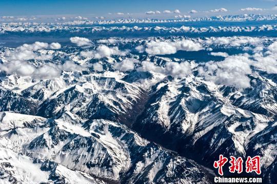 图为昆仑山。(资料图)三江源国家公园管理局供图