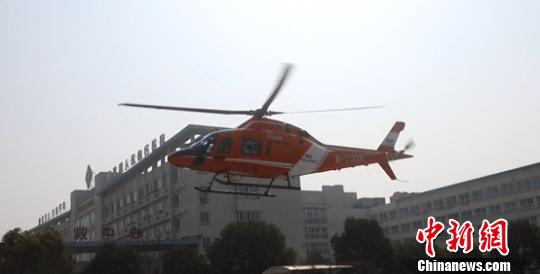 直升机起飞前往浙江 钟欣 摄