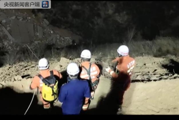 山西乡宁楼房坍塌13人获救2人遇难 仍有17人失联