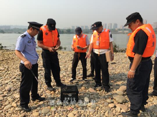 吓人!云南景洪澜沧江边大量蛇被放生 引发市民恐慌