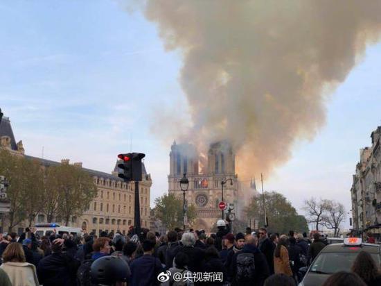 当地时间4月15日傍晚,法国巴黎圣母院主体建筑发生严重火灾。