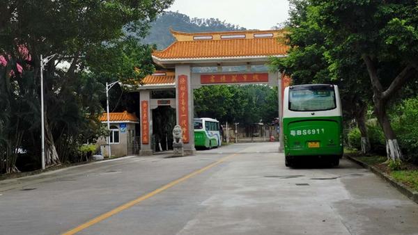 深圳被疑高考移民学校:学生8千名 高一学费每期2.8万