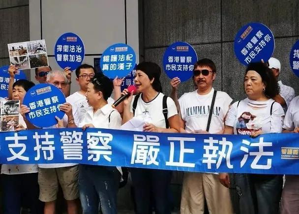 大批香港市民上街撑警队 梁家辉和谭咏麟都来了