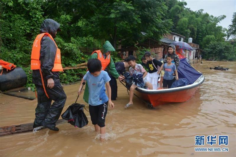 湖南衡东县堤坝决口:溃口30米 有部分群众受困