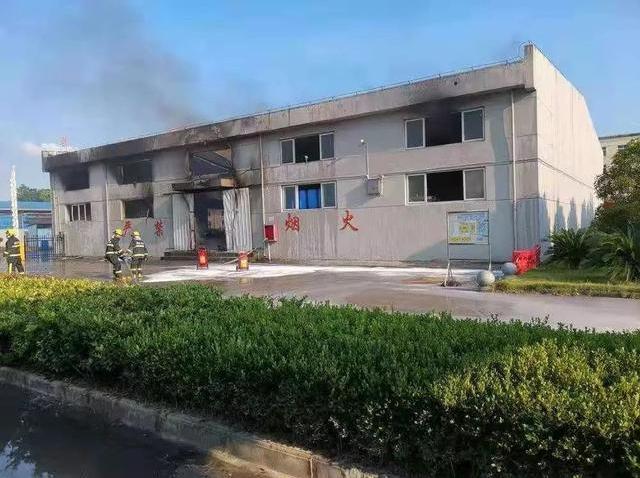 江西南昌一化工厂仓库爆炸 瞬间腾起巨大火球