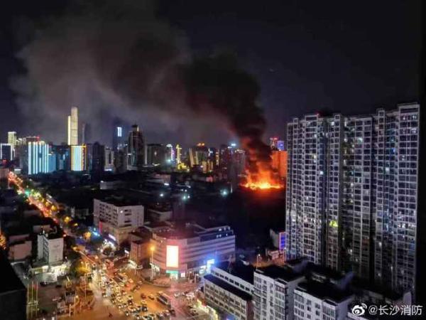 长沙一电子厂起火:过火面积约500平米 无人员伤亡