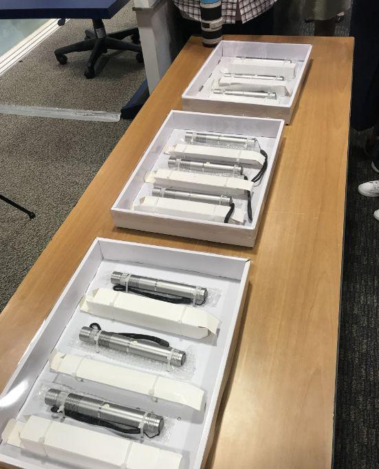 """警察检获的""""激光枪""""。来源:港媒"""
