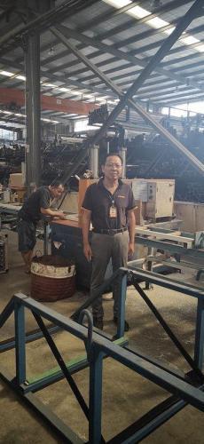 刘兴旺在工厂车间 受访者供图