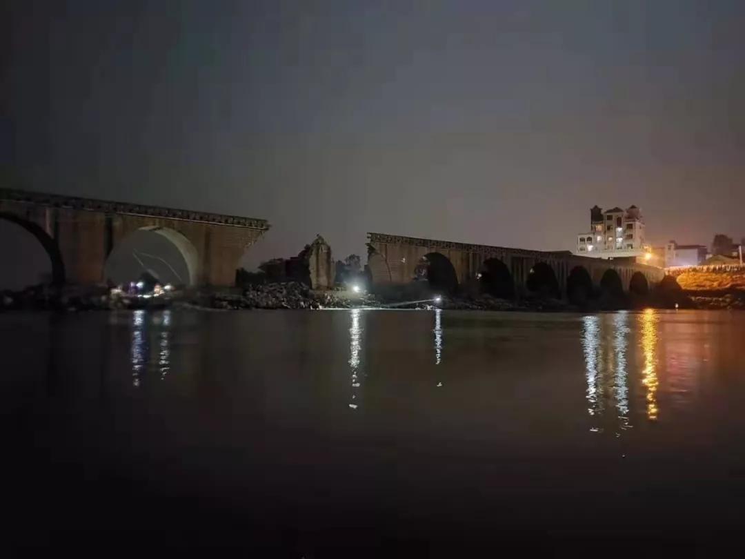 江西一古桥桥面发生坍塌长度约10米 致1死2伤
