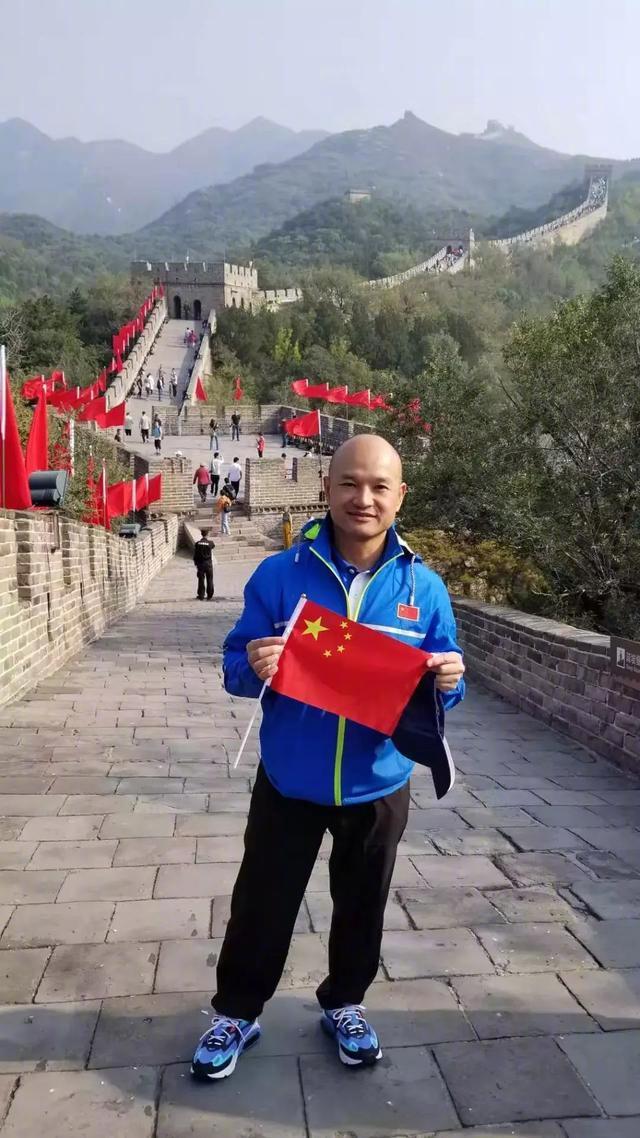 光头刘sir登上长城晒自拍照 被游客认出求合影