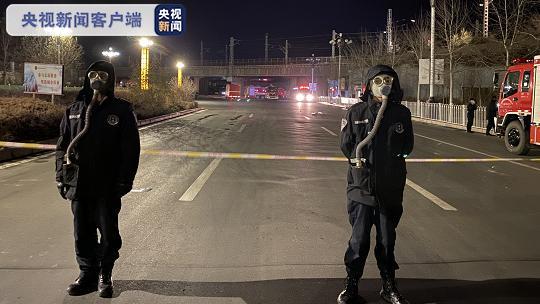 兰州一载29吨苯胺槽车发生泄露 公安交警已实施警戒