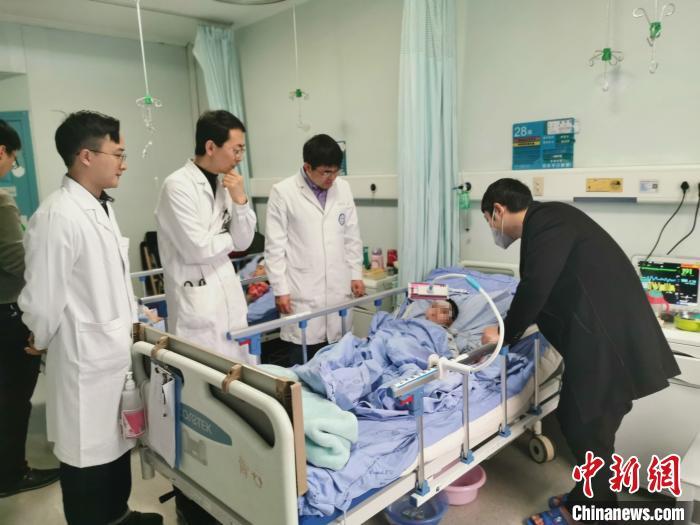 四川:24岁母亲割肝救子,两岁患儿获新生
