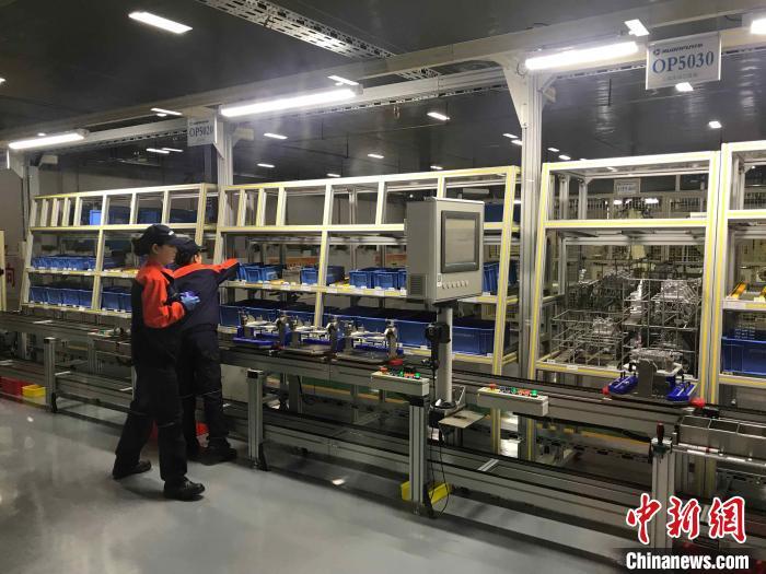 浙江某企业生产车间。(资料图) 张斌 摄