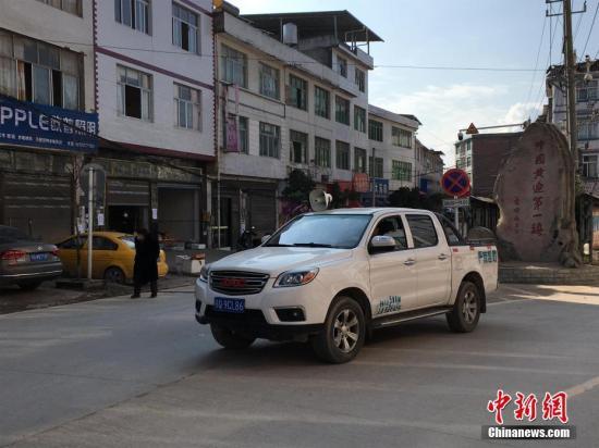 资料图:车载广播宣传防疫知识。 中新社记者 马芙蓉 摄