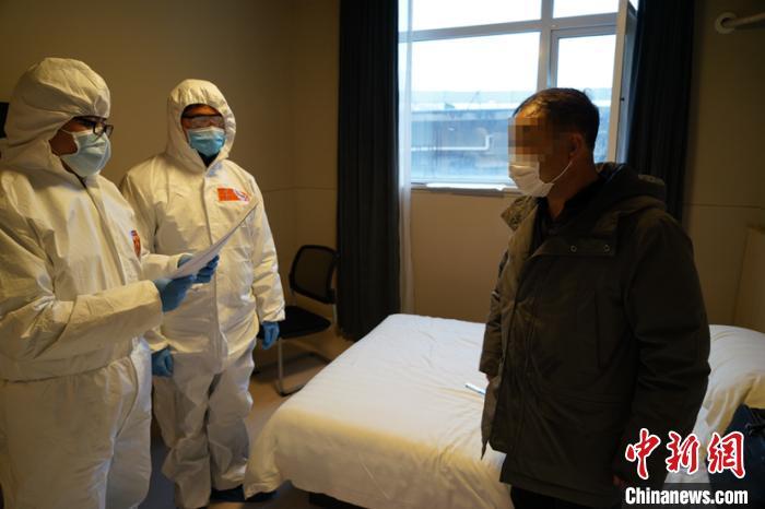 据上海警方表示,这也是此次疫情以来,沪市第一起以涉嫌妨害传染病防治罪采取刑事强制措施的案件。(上海警方供图) 李姝徵 摄