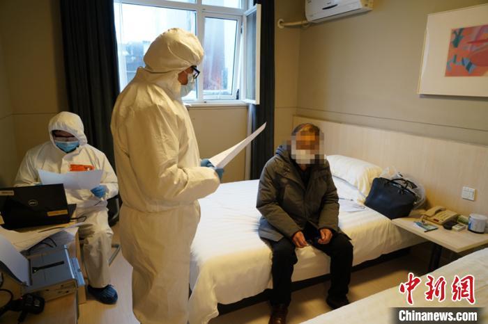 在就诊过程中,李某平始终隐瞒从重点地区返沪的事实。(上海警方供图) 李姝徵 摄
