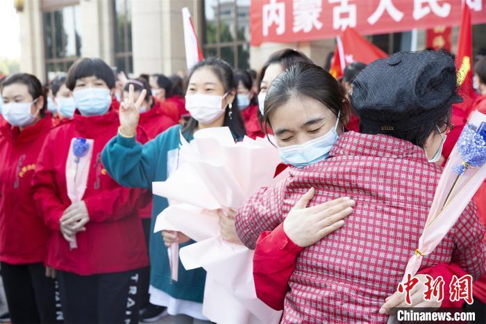 湖北荆门:内蒙古援荆医务人员终身带家属免费游
