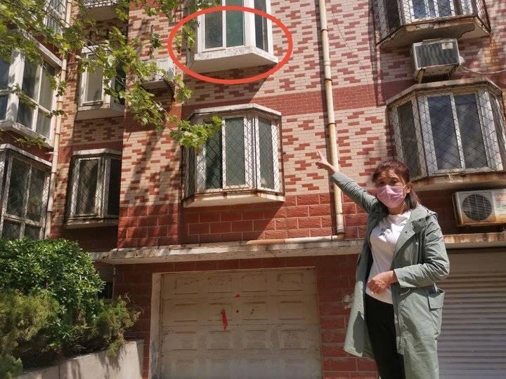 偷情男离开时被阻从2楼跳下身亡 阻拦者获刑10年半