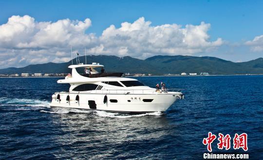 三亚亚龙湾游艇旅游。(资料图片) 尹海明 摄