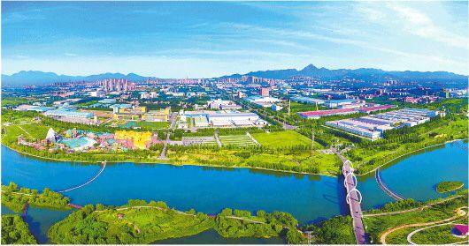 济南市推动农村生态环境质量提升,建设生态绿色美丽乡村。图为济南市章丘区绣源河40里风貌带。